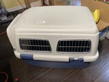 Medium sized pet kennel box