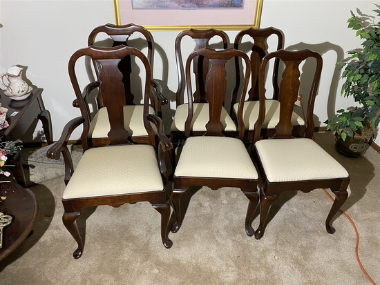 Set of 6 Pennsylvania House dining chairs.