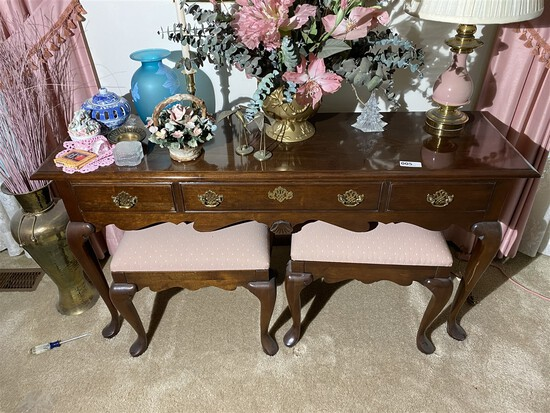 Pennsylvania House lamp table and stools
