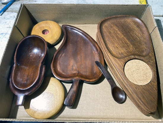 Flat lot of mid century modern wooden ware