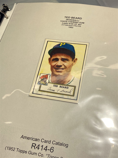 Binder lot of 1950s, 60s baseball cards