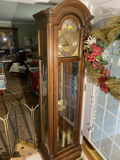 Vintage Howard Miller tall case of grandfather clock