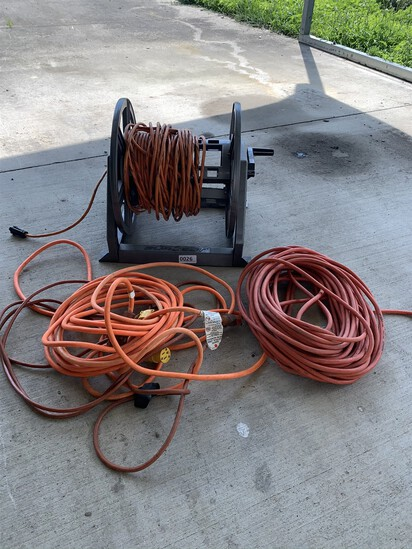 4 Extension Cords & Cord Reel