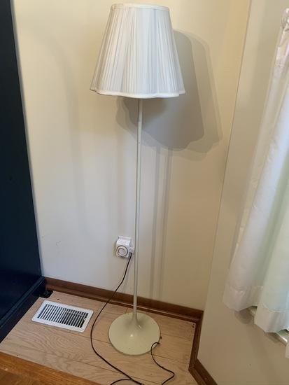 Retro style floor lamp