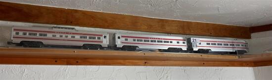 Group of 3 Santa Fe Lionel Model Railroad Cars
