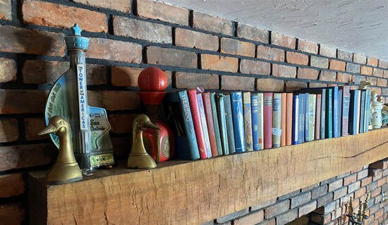 Mantle lot - Books, Decanters, Brass Geese Bookends