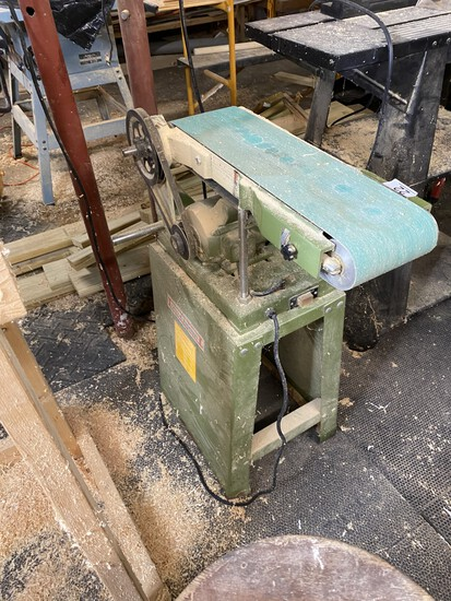 "Central Machinery 6"" Belt and 9"" Disc Sander"