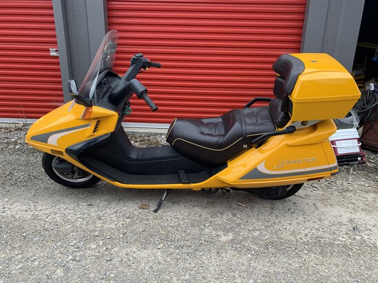 2008 Yellow Qlink Commuter 250 Motorcycle