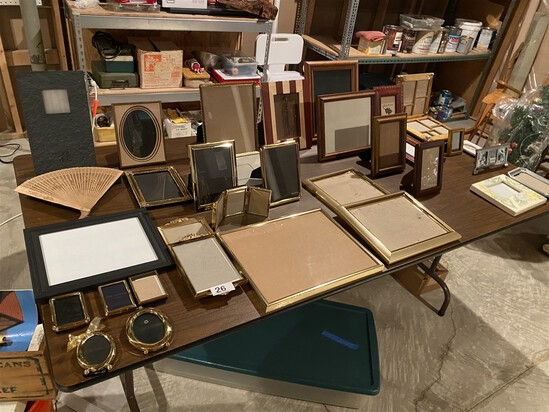 Table lot of picture frames