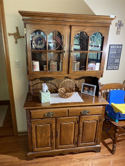 Vintage Oak wood hutch