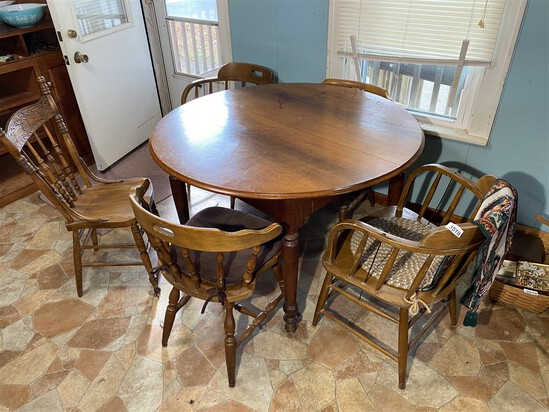 Vintage table w/leaves plus chairs