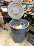 Brute Garbage Can with Lid and Shop Towels