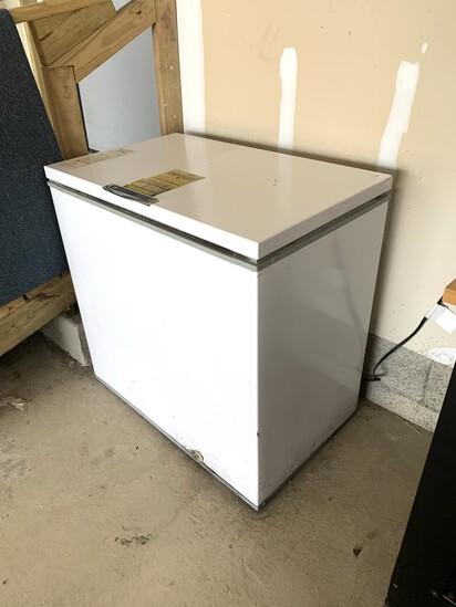 White Westinghouse Chest Freezer WORKS!