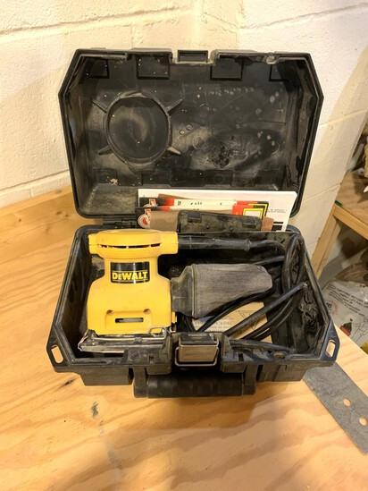 DeWalt Palm Grip Sander