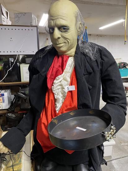 Animatronic Spooky Halloween Man