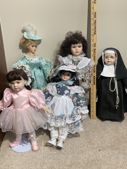5 Dolls - One is Heritage Mint, One is Emerald Doll Collection, & One is Ashley Belle