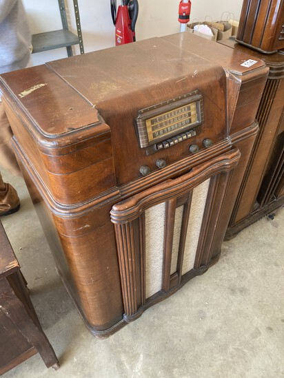 Antique Silvertone Console Radio