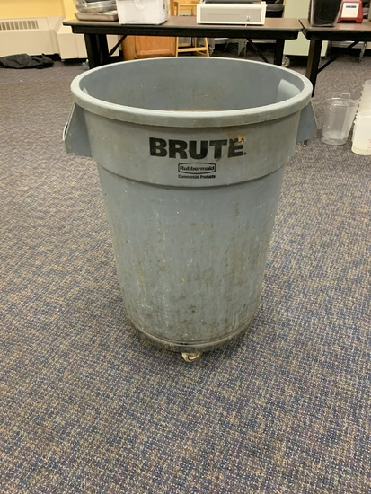 Rubbermaid Brute Trash Cans on Wheels
