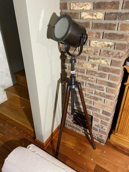 Vintage style movie spotlight floor light PLUS