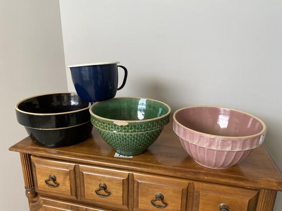 3 mixing bowls + Enamel Measuring cup