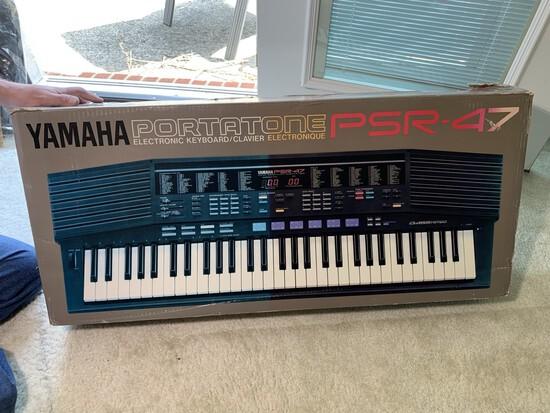 Yamaha Portatone PSR-47 Electric Keyboard