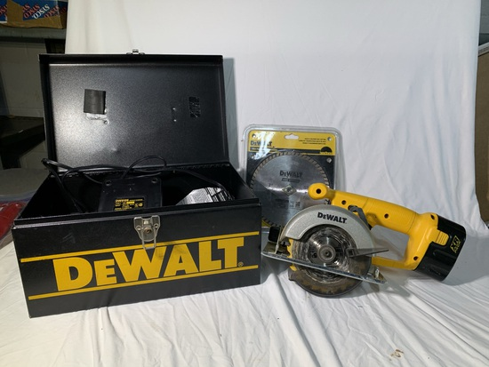 Dewalt Battery Powered Circular Saw with Extra Blade and Charger