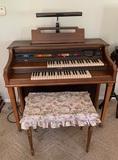 Lowrey Parade Organ  (working order)