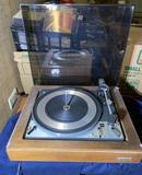 Dual 1218 United Audio Turntable.  .