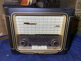 Grundig Classic International AM/FM/SW Stereo Table Radio Model 960.
