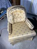 NIce vintage comfy armchair