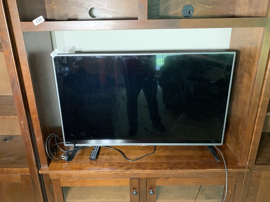 """Nicer 47"""" LG Television with remote"""