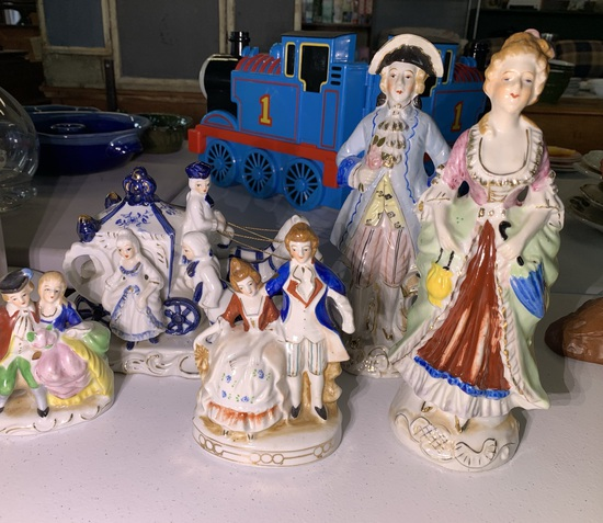 Vintage 5 Figures & Carriage