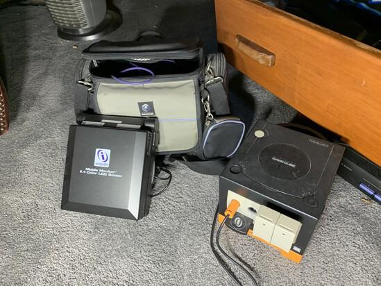 Nintendo GameCube, Mobile Monitor, case