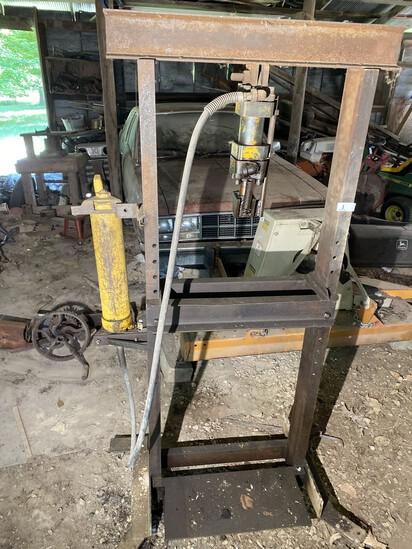 Large upright hydraulic press