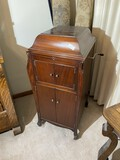 Antique VIctrola in Very Nice Condition