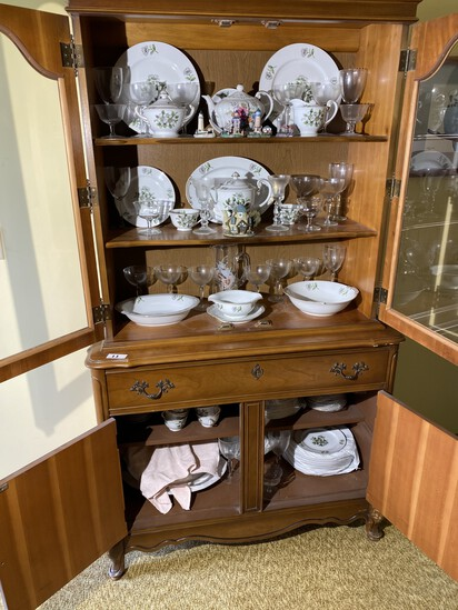 Contents of Hutch - Large China Set