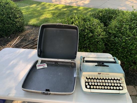 Vintage Galaxie Typewriter
