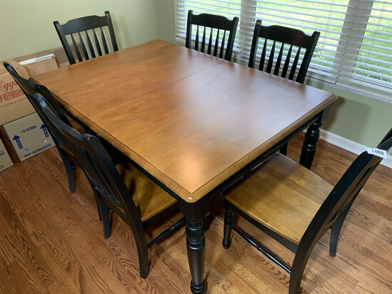 Nicer Contemporary Dining Table and Chairs