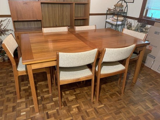 Mid Century Modern  d-SCAN made in Singapore 6 Chairs & Mid Century Modern  Made in Denmark Table