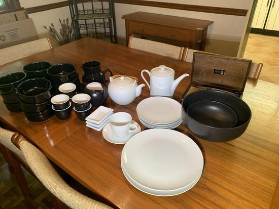 Group of Ceramic Service Ware & Casdel Hall Steak Knife Set