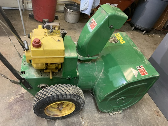 John Deere 524 Snow Thrower with Key.  Has Compression.
