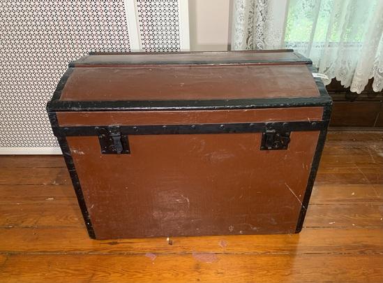 Antique hump top trunk
