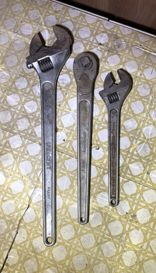2 Crescent Wrenches & Ratchet
