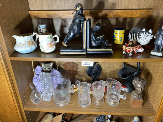 2 shelves of assorted vintage items