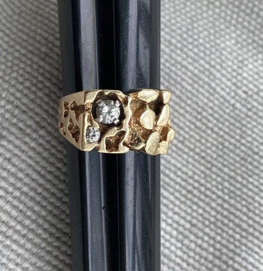 Men's 10k gold and diamond nugget style ring - 9.41 grams
