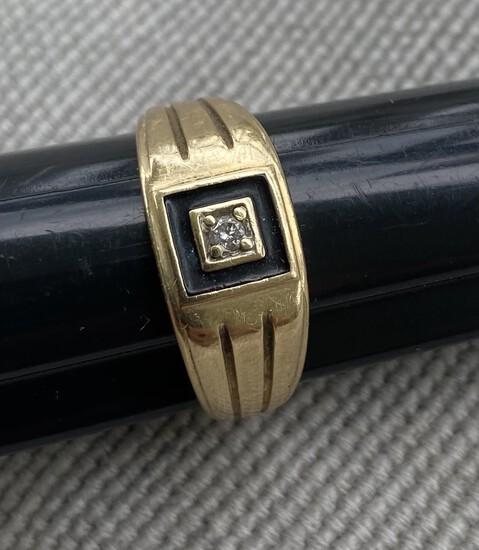 Men's 10k Gold Ring - 3.95 grams.