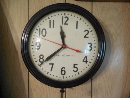 Vintage Electric General Electric Clock - Running