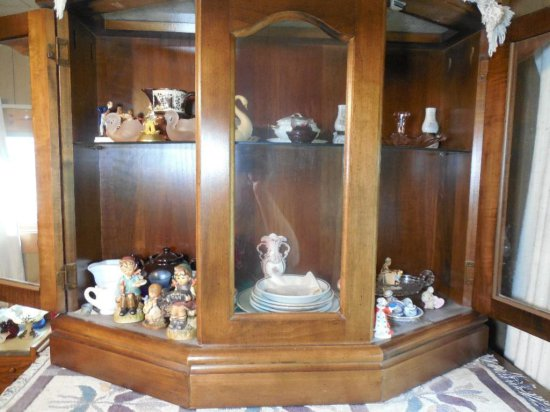 Contents Of Display Cabinet Inc. Antique/vintage Glass