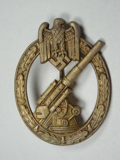 Fine German Wwii Artillery Badge W/great Details