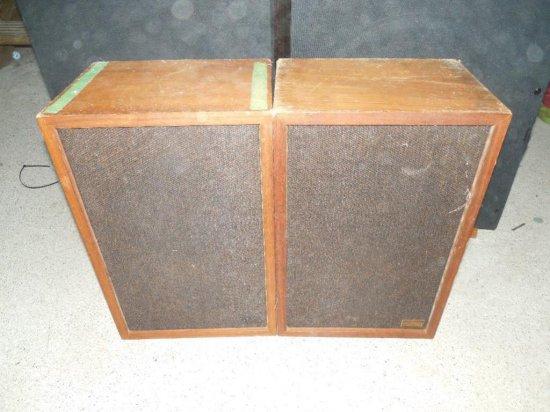 Pair Vintage Realistic MC-1000 Speakers